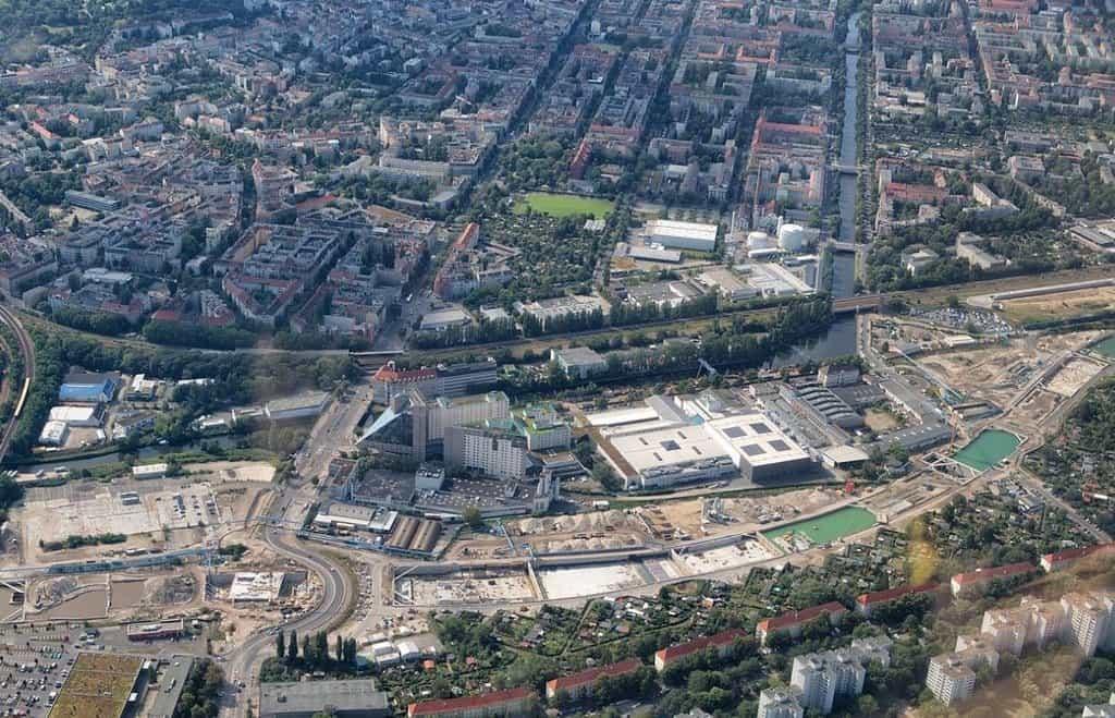 Letecký snímek stavby v červenci 2016.