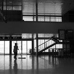 Letiště Ciudad Real Central, Španělsko (cena: 1,2 miliardy dolarů). Symbol španělské finanční krize. Letiště za 1,2 miliardy dolarů bylo otevřeno v roce 2009. Problémem bylo, že daleko od turistických destinací. Ročně by zvládlo odbavit na 10 milionů cestujících, v prvním roce jich však bylo jen několik tisíc. Nevyhnutelný konec přišel v roce 2012.