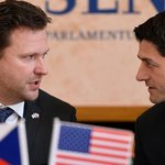 Předseda Sněmovny reprezentantů amerického Kongresu Paul Ryan (vpravo) a předseda Poslanecké sněmovny Radek Vondráček