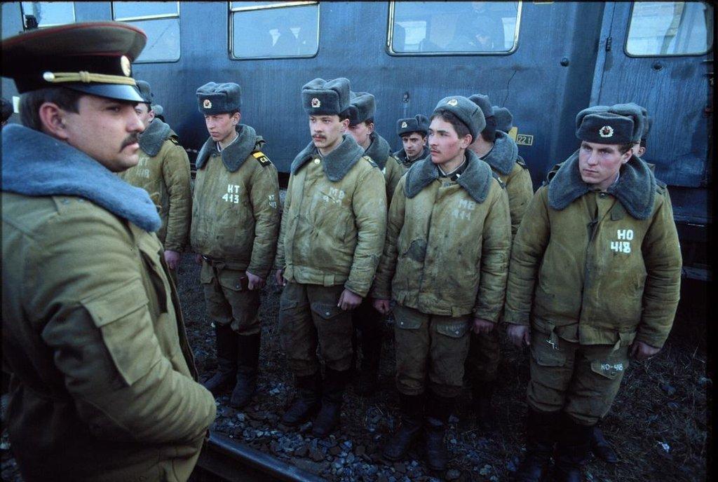 """K ještě horší tragédii došlo někdy na počátku 70. let, když sovětští vojáci objevili na nádraží v Bohumíně cisternu s metanolem a během následné jízdy vlakem se jím dle přednosty ostravského Ústavu soudního lékařství Igora Dvořáčka """"systematicky intoxikovali"""""""