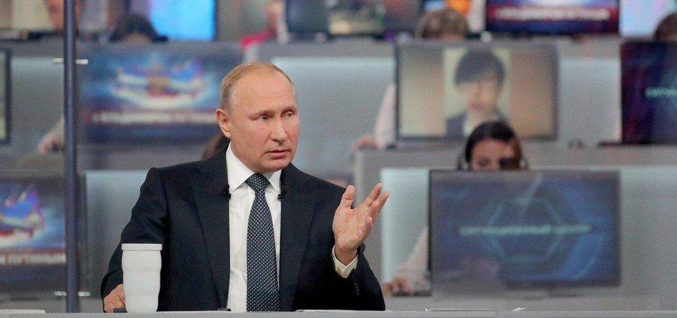 Vladimir Putin při tradiční show, kde odpovídá na dotazy Rusů