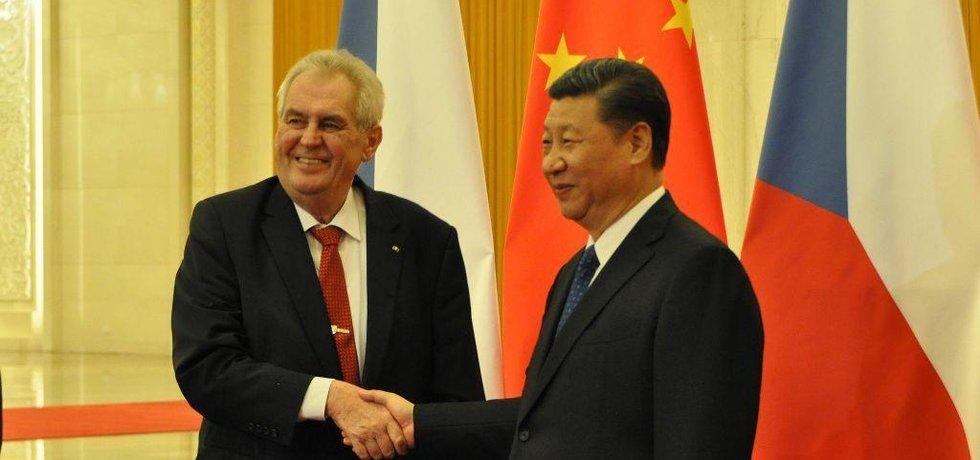 Miloš Zeman se 12. května 2017 sešel v Pekingu s prezidentem Si Ťin-pchingem