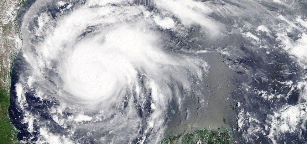 Harvey ohrožuje zhruba 16 milionů lidí v rozsáhlé oblasti od Bronswillu na jihu u mexických hranic až po nejlidnatější texaské město Houston.
