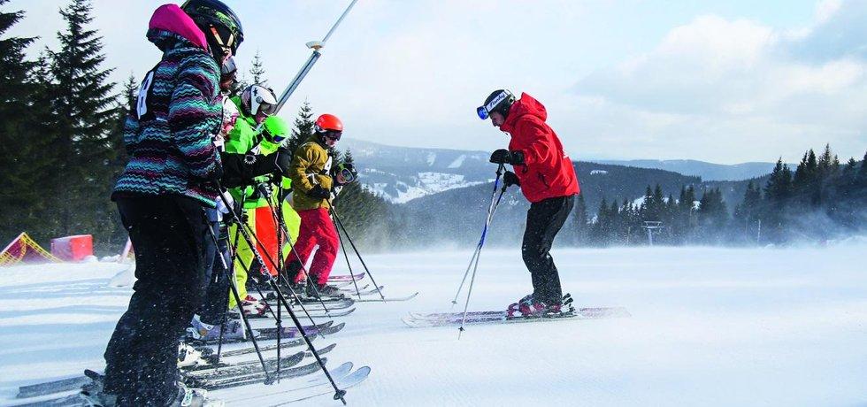 Lekce lyžování - ilustrační foto