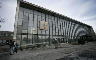 Budova vlakového nádraží, která byla postavena v takzvaném bruselském stylu, není podle ministerstva památkou a může být zbourána.