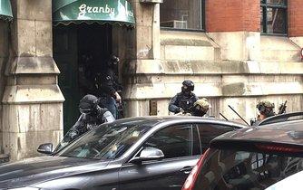 Policie v Manchesteru prohledává byt jednoho z podezřelých