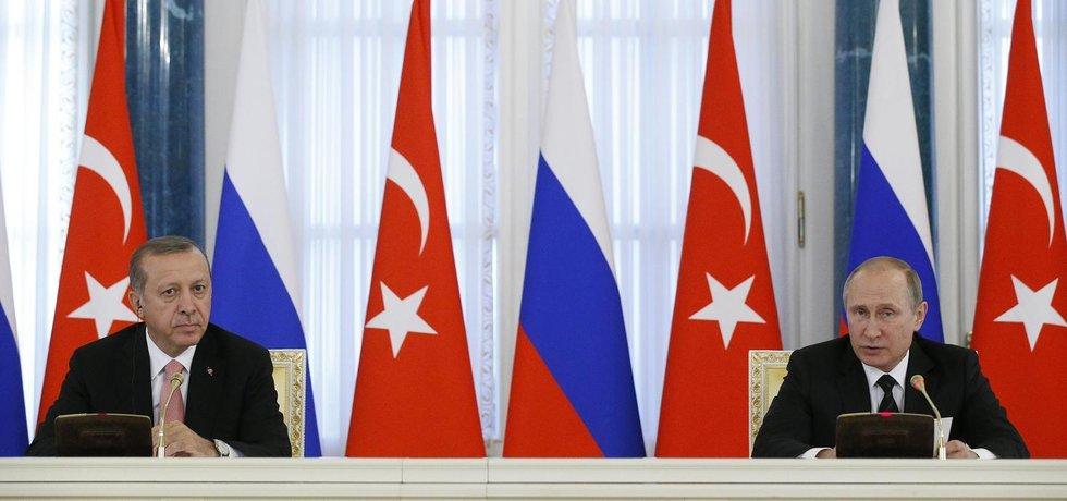 Turecký prezident Recep Tayyip Erdogan (vlevo) a ruský prezident Vladimir Putin (Zdroj: čtk)