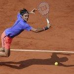 4. Roger Federer (tenis) – 64 milionů dolarů. V lednu vyhrál Australian Open, jinak se však řadí mezi sportovce, kteří vydělávají hlavně na reklamách – v uplynulých dvanácti měsících si touto cestou přišel na 58 milionů dolarů.