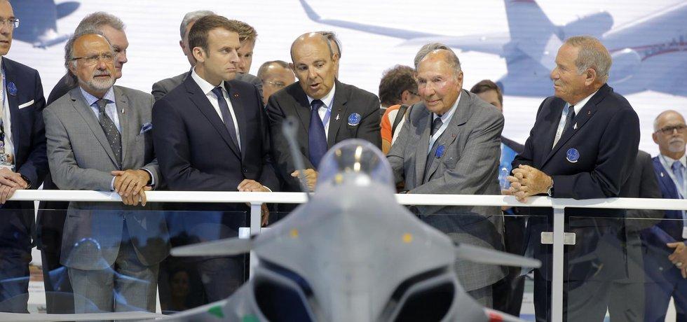 Prezident Emmanuel Macron na aerosalonu v Paříži