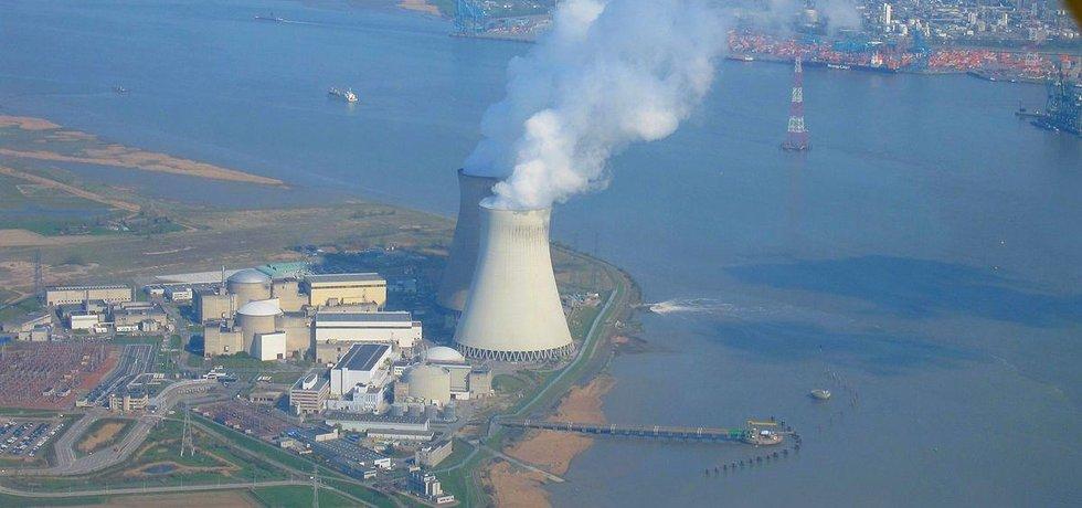 Jaderná elektrárna Doel na severu Belgie