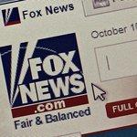 Fox News. Fair and balanced (Spravedlivé a vyvážené). Slogan televizní stanice Fox News byl často terčem kritiky, zejména díky názorové blízkosti k pravému křídlu americké politiky. Slogan zavedl zakladatel stanice Roger Ailes. Fox News se rozhodla slogan vyměnit poté co Ailes stanici opustil po vlně obvinění ze sexuálního obtěžování podřízených. Novým sloganem stanice je Most Watched. Most Trusted (Nejsledovanější,  Nejdůvěryhodnější).