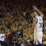 8. Stephen Curry (basketbal) – 76,9 milionu dolarů. Curry loni podepsal s Golden State Warriors pětiletý kontrakt na 201 milionů dolarů, čímž se jeho roční gáže zvedla téměř trojnásobně. V současnosti bojuje s Jamesem ve finálové sérii NBA o další titul, který by byl už jeho třetím.