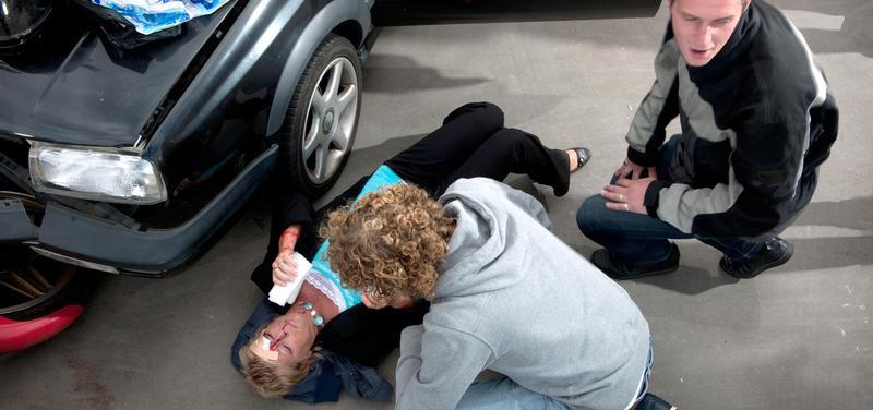 *dopravní nehoda, první pomoc, auto