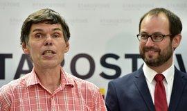 Miliardář Dalibor Dědek za STAN kandidovat nebude. Vpravo volební lídr hnutí Jan Farský