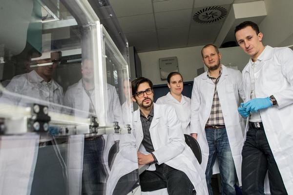 Tým Masarik Cancer Research Lab z Lékařské fakulty Masarykovy univerzity. Zleva: Jaromír Gumulec, Martina Raudenská, Michal Masařík a Jan Balvan