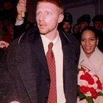 Boris Becker s první manželkou Barbarou během svatby v roce 1993. Rozvedli se v roce 2001. Barbara získala vypořádání vy výši 14,4 milionu dolarů.