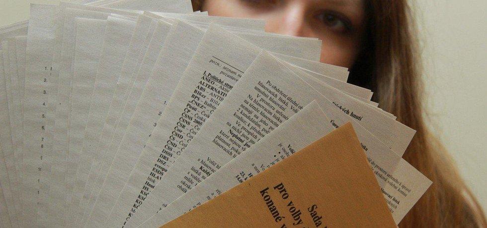 Sada hlasovacích lístků, ilustrační foto