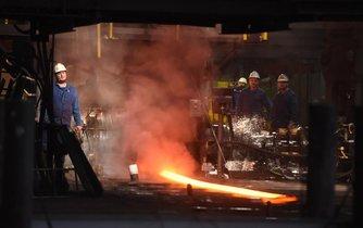 Konec odstávky. V Třineckých železárnách obnovili v listopadu minulého roku výrobu na jednom bloku, který prošel rekonstrukcí. Modernizace hutí v Třinci a Ostravě vedla k loňskému poklesu výroby oceli v Česku.
