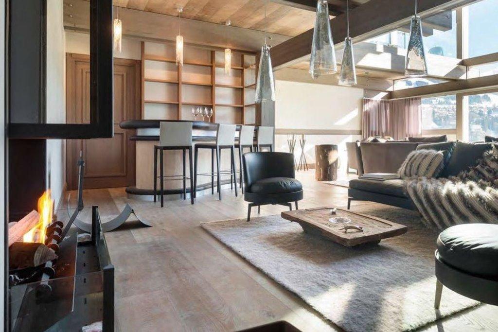 V hlavní budově se nachází čtyři apartmá, jídelna a profesionální kuchyně