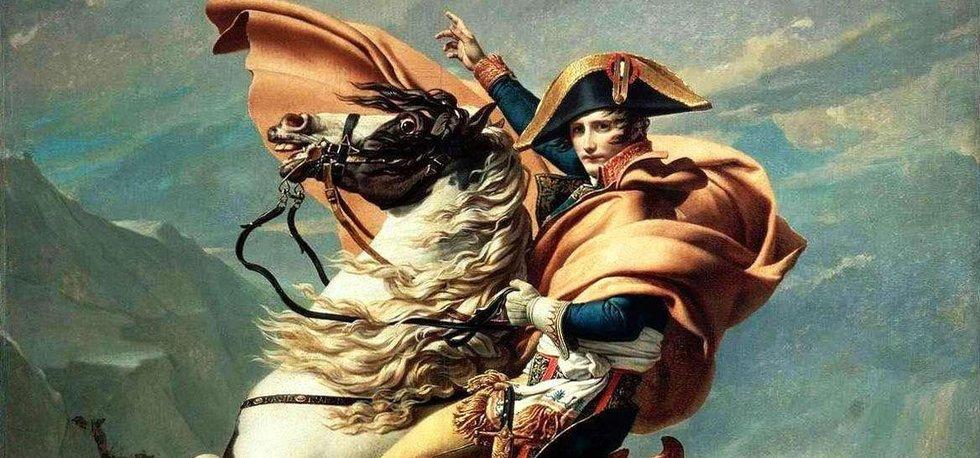 Napoleon Bonaparte překonává Alpy, umělecká stylizace francouzského umělce Jacquese Louise Davida
