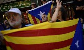 Zastánci katalánské nezávislosti v ulicích Barcelony