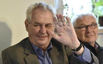 Miloš Zeman během tradiční zabijačky v Hodoníně