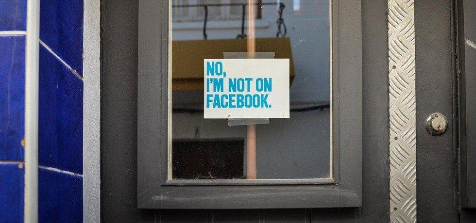 Facebook má své odpůrce. Mezi americkou mládeží jich zřejmě přibývá.