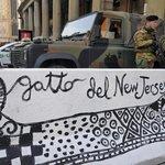 Bezpečnostní zábrany v Miláně ozdobili pouliční umělci