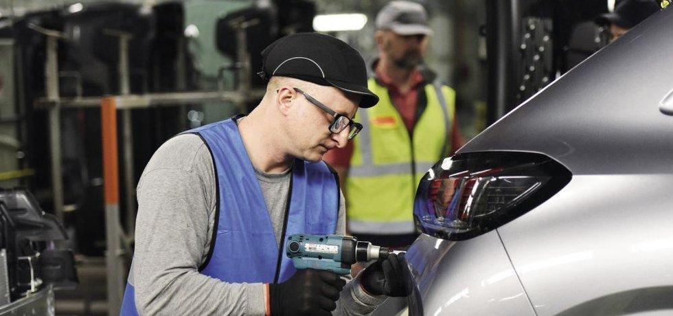 Automobilka Jaguar Land Rover nasadila ve svém nitranském podniku průměrně platy až k hranici 1800 eur měsíčně, čímž vyvolala tlak na mzdy i v továrnách konkurenčních autovýrobců