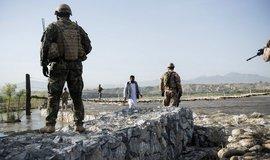 Čeští vojáci na hlídce u základny Bagrám, ilustrační foto