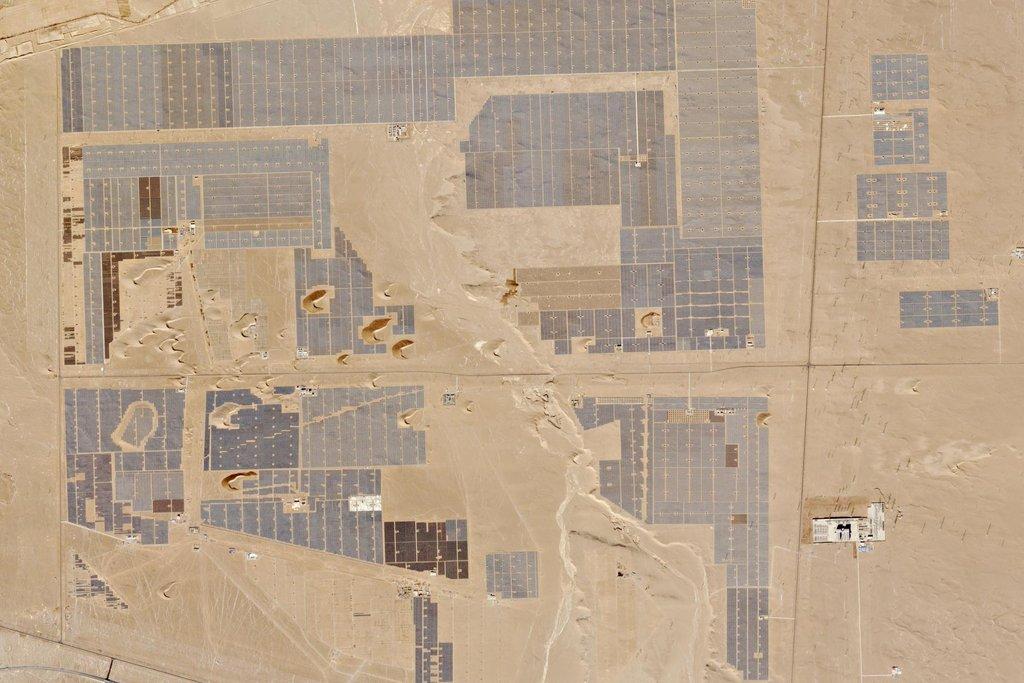 Výstavba solární parku v Číně.  17. prosinec 2015