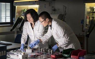 Tým vědců z technologického institutu v Karlsruhe (KIT) zkoumá využití vápníku v elektrických bateriích.