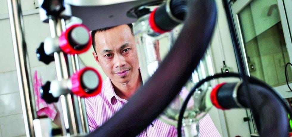 Vu Nguyen Hong, šéf skupiny chemické metalurgie Ústavu kovových materiálů a korozního inženýrství VŠCHT