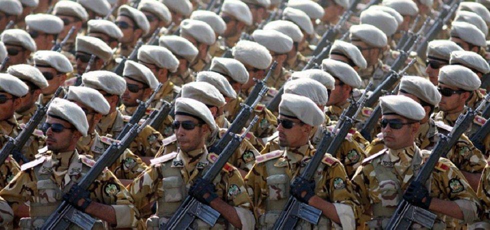 Íránští vojáci s licenčními puškami G3 v roce 2011.
