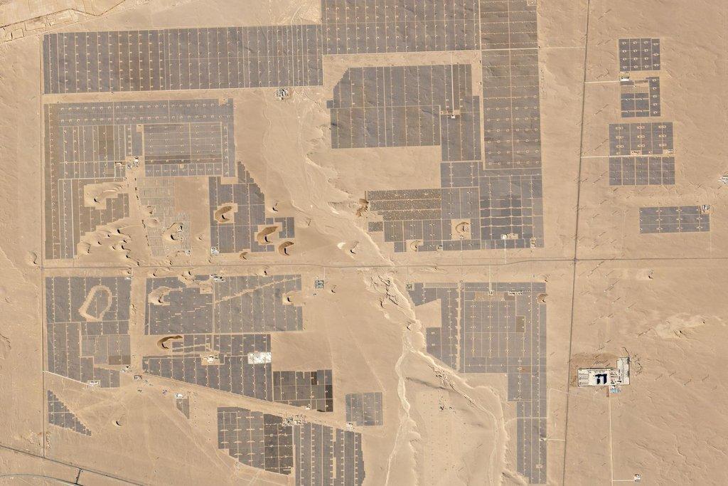 Výstavba solární parku v Číně. 27. únor 2016