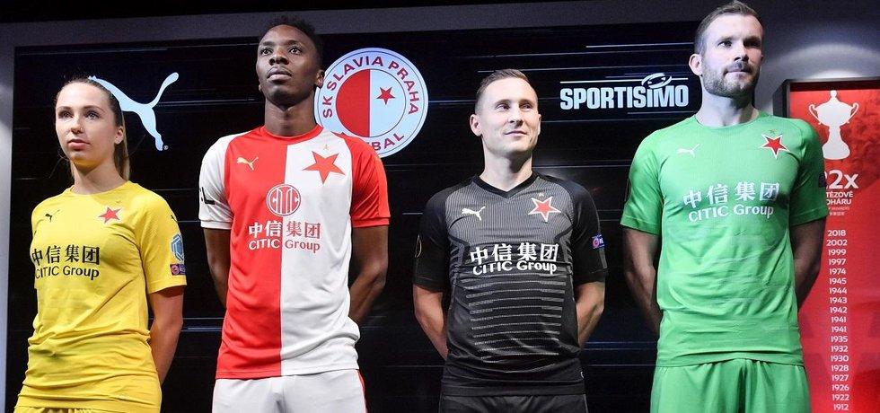Nové dresy fotbalové Slavie od společnosti Puma. Zleva Barbora Votíková, Ibrahim Traoré, Jan Bořil a Ondřej Kolář