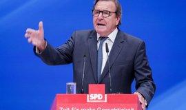 Bývalý kancléř Gerhard Schroder promlouvá k německým socialistům