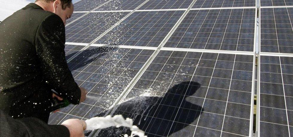 Většina velkých solárních elektráren v Česku má dohledatelné vlastníky - ilustrační foto
