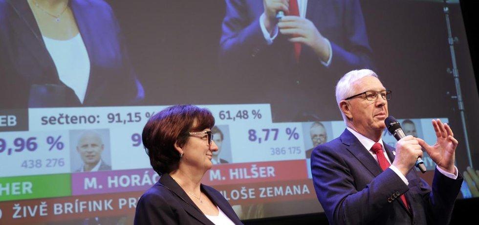 Jiří Drahoš s manželkou ve svém volebním štábu