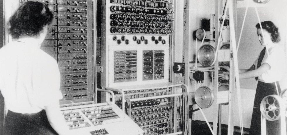Jak hacknout Hitlera. První programovatelný počítač Colossus za druhé světové války pomohl Britům dešifrovat německé depeše. Dnes ale výpočetní technika stále častěji představuje bezpečnostní riziko.