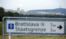 Slováci ve velkém obsazují vesnice za železnou oponou