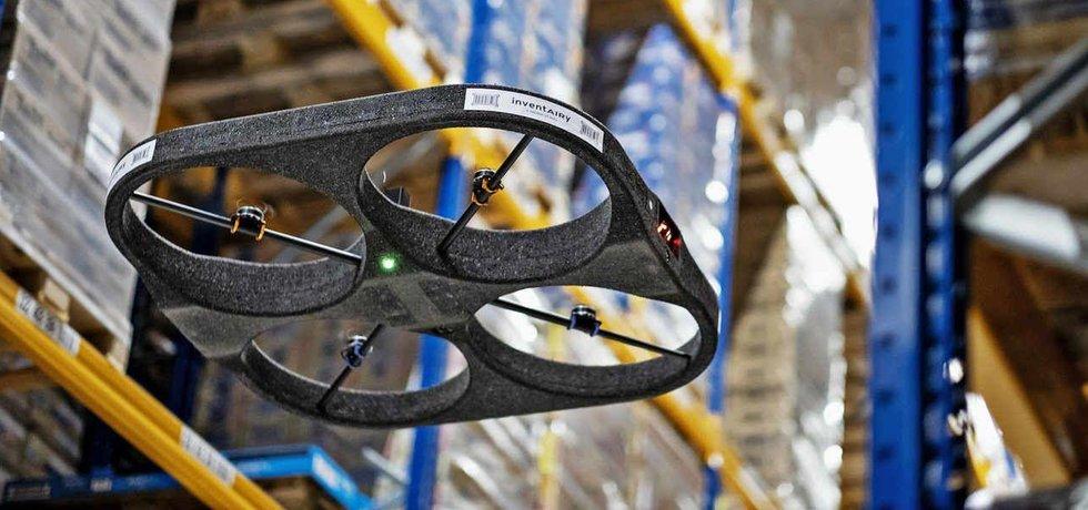 Dron představuje při inventurách v obřích skladech významnou pomoc