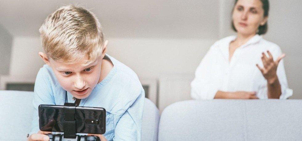 Dítě a hraní počítačových her, ilustrační foto