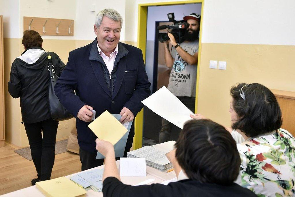 Předseda KSČM Vojtěch Filip odvolil v komunálních volbách v Českých Budějovicích