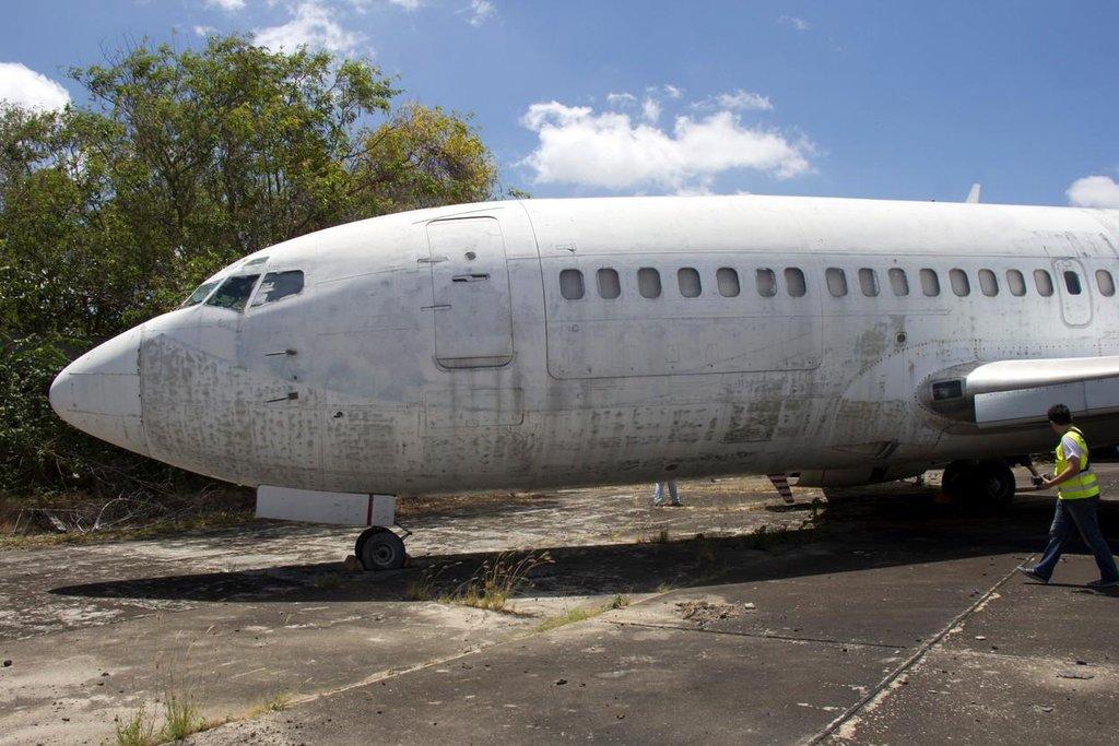 Boeing 737 po službě u nákladních dopravců a 9leté odstávce na brazilském letišti nemá už žádný lak