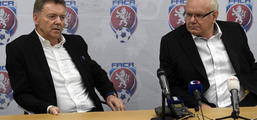 První místopředseda FAČR Zdeněk Zlámal (vpravo), druhý místopředseda Roman Berbr (vlevo).