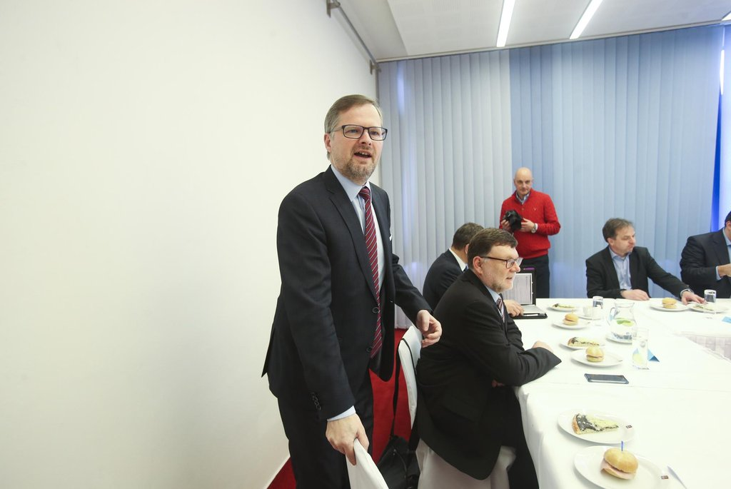Šéf ODS Petr Fiala (v popředí) v ostravském hotelu Clarion
