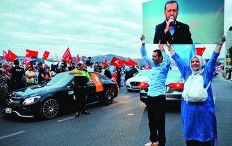 Neomezený vládce. Recep Tayyip Erdogan se po 15 letech vlády celkem běžného typu stal do slova a do písmene legálním diktátorem