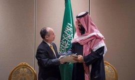 Šéf firmy Softbank Masajoši Son a korunní princ Saúdské Arábie Muhammad bin Salmán. Ilustrační foto.