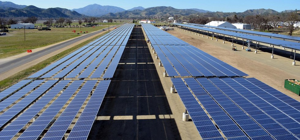 Solární farma v Kalifornii